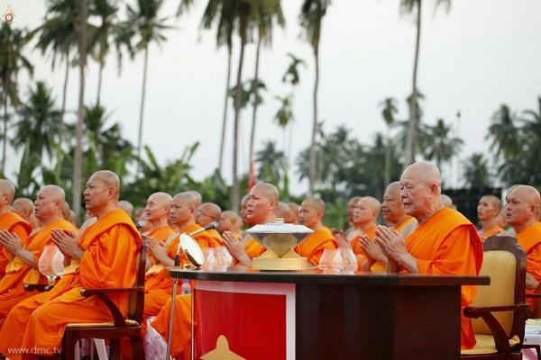 thai-lan-tuong-niem-to-su-phramongkolthepmuni14