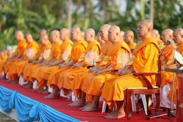 thai-lan-tuong-niem-to-su-phramongkolthepmuni15