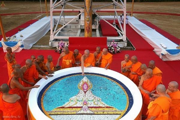 thai-lan-tuong-niem-to-su-phramongkolthepmuni17