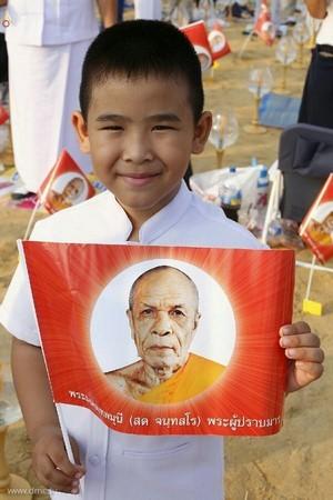 thai-lan-tuong-niem-to-su-phramongkolthepmuni20