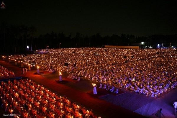 thai-lan-tuong-niem-to-su-phramongkolthepmuni24