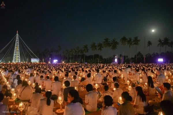 thai-lan-tuong-niem-to-su-phramongkolthepmuni25